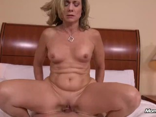 Sexy Natural Tits Bubble Butt Amateur Milf Fucked POV